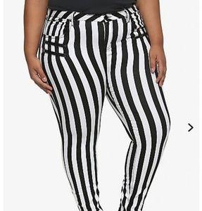 Size 28, plus sized, super skinny Jean's.